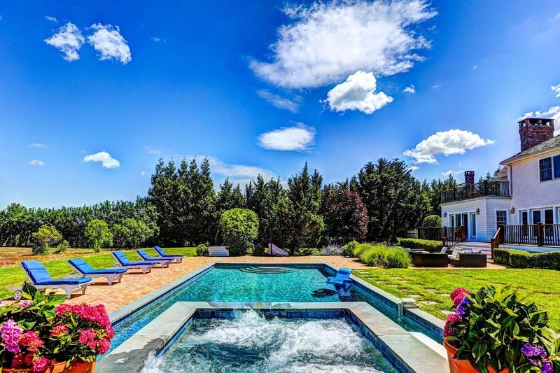 Spectacular Hamptons Estate in Watermill