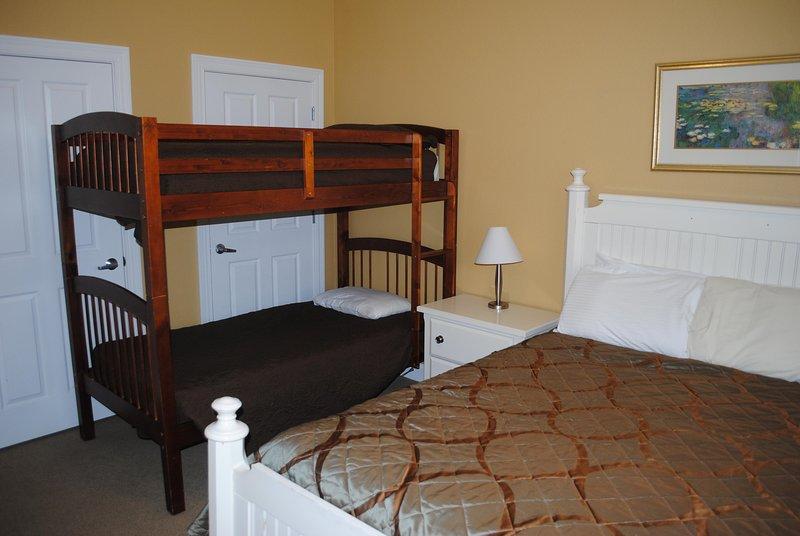 Dormitorio triple de Wisconsin Dells Getaways con cama Buck # 312