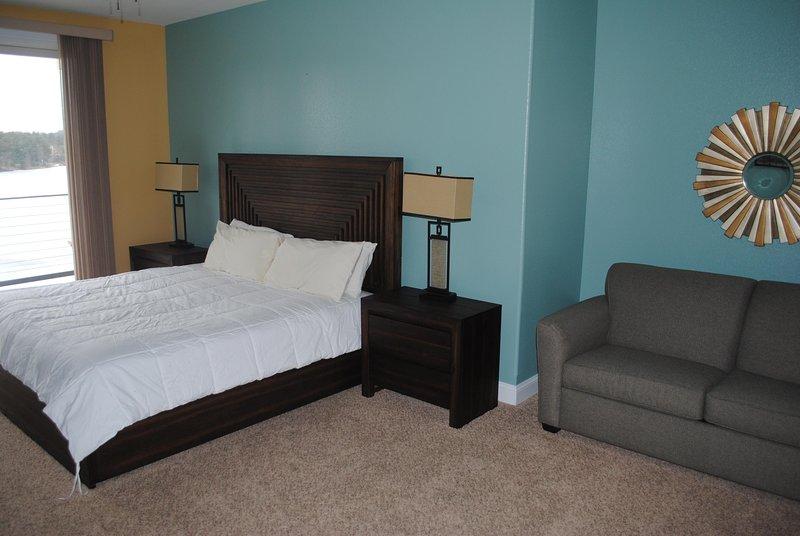 Dormitorio principal de Wisconsin Dells Getaways con área de estar # 312