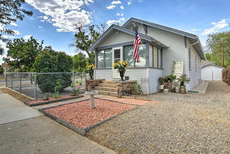 1942 'Train House' Walk to CMU, River + Downtown!, vacation rental in Fruitvale