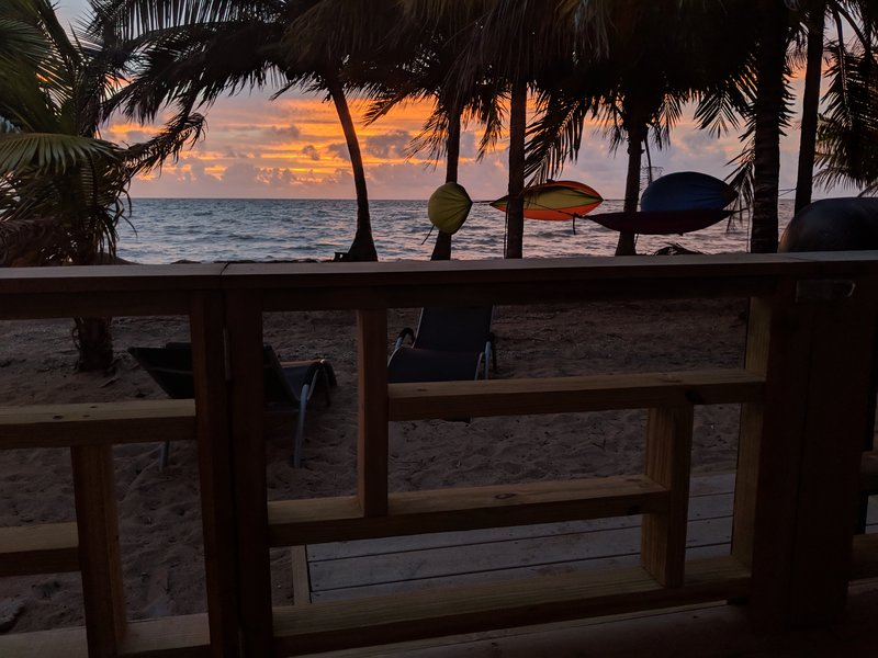Cobia Beach Cottage. Caribbean beach front.  Sleeps 2 - 12., vakantiewoning in Hopkins