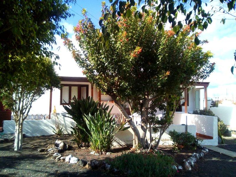 Nice house with terrace & Wifi, location de vacances à Guatiza