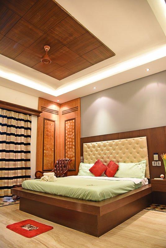 Bedroom with Beautful Ceilings.