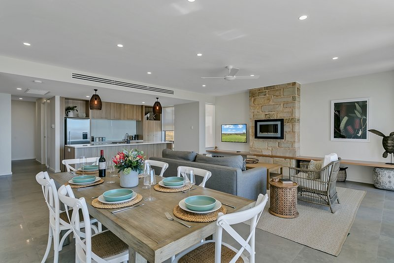 The Jetty, Port Willunga - Baudin Place. A luxury beachfront group escape., location de vacances à McLaren Vale