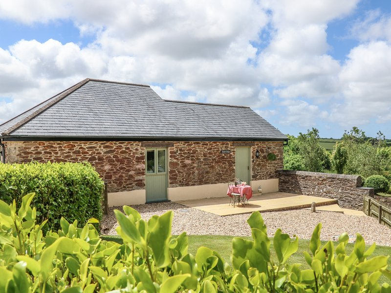 BEECH COTTAGE, pet-friendly, open-plan, in Tregony, holiday rental in Grampound