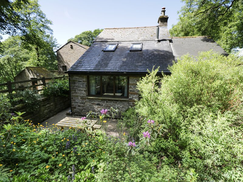 BOTHY, luxurious, Jacuzzi bath, pet-friendly, near Alston, holiday rental in Garrigill