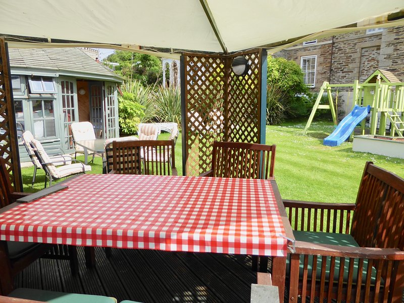 Garden Walk Dining: 7~Short Walk Portreath Beach~Pubs~Shops & Restaurants