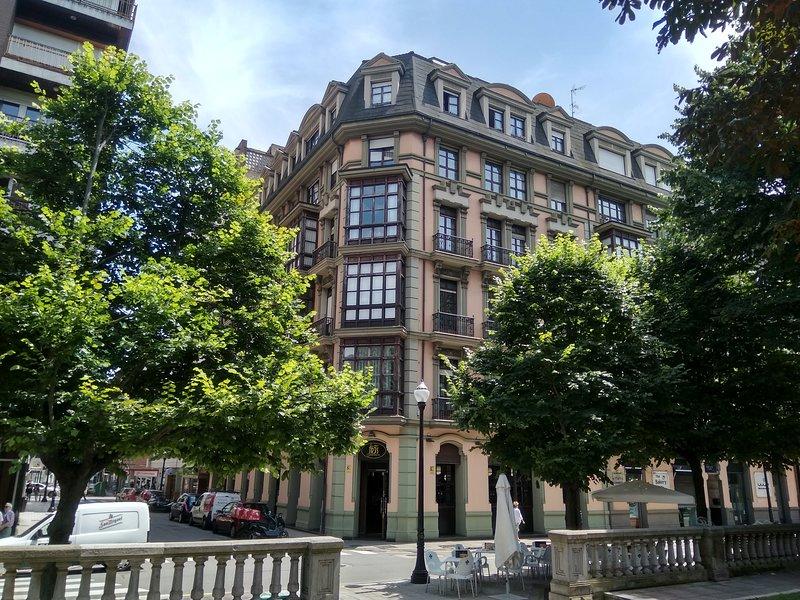 Alquiler vacacional con garaje, en el Paseo de Begoña; en el corazón de Gijón., vacation rental in Gijon