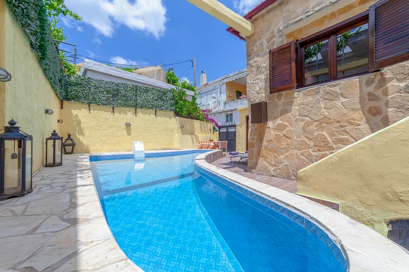 Villa Despoina -  with Private Pool and Parking, holiday rental in Damnoni