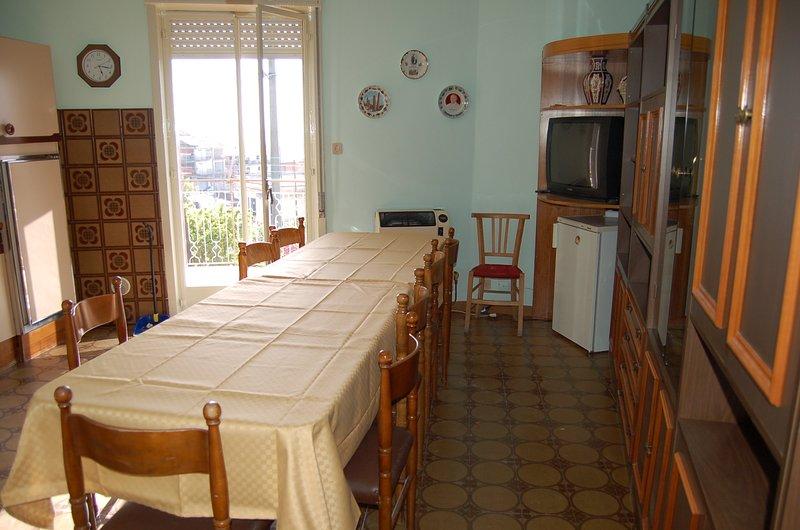 la casa si compone di tre camere da letto di cui due triple e una doppia ., casa vacanza a Maletto