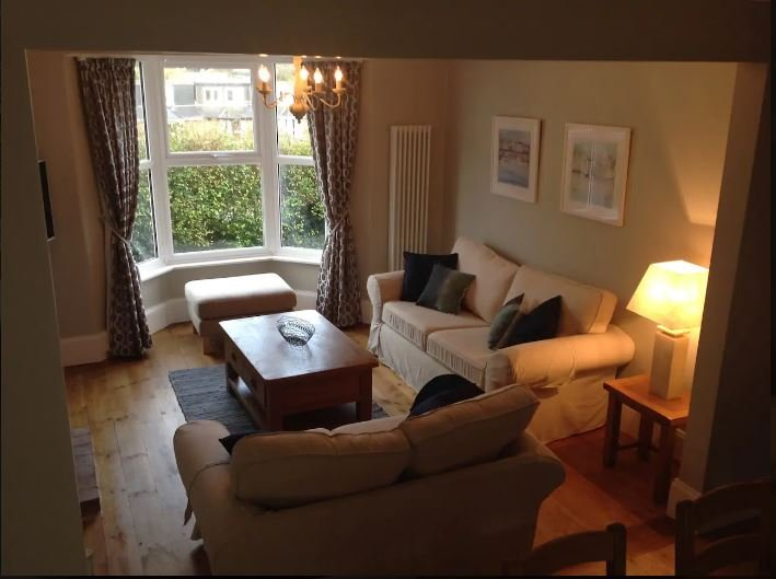 Luxury 3-bedroom Cottage in Dartmouth town, vacation rental in Dartmouth