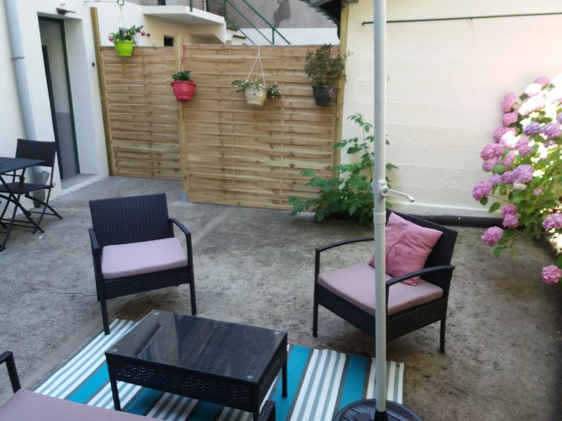 Beautiful apt with garden & terrace, holiday rental in Rignac