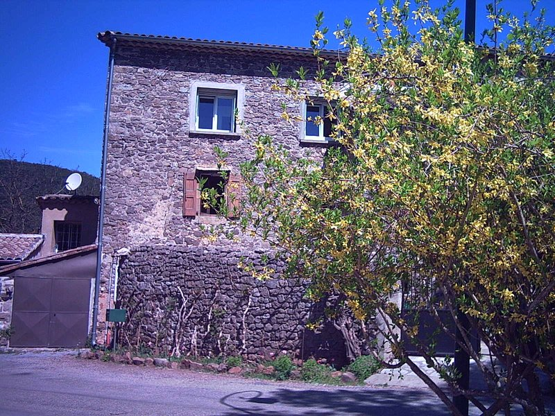 Gîte en pleine nature, holiday rental in Corbes