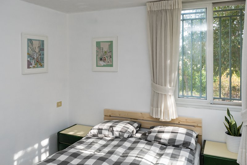 First bedroom, with garden view