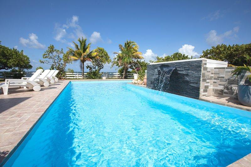 Villa de standing, les pieds dans l'eau, vacation rental in Le Vauclin