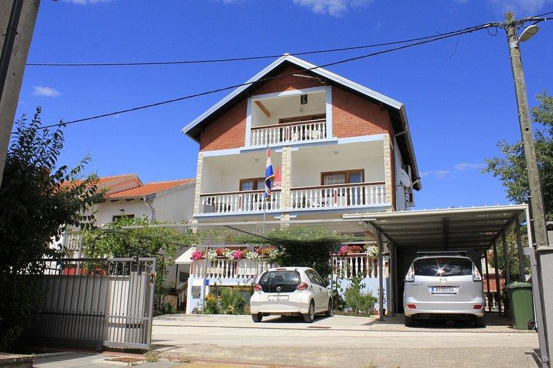 Mato A1 (2 + 3) - Crna Punta, holiday rental in Gornji Karin