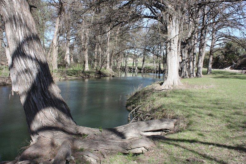 Medina River detrás de la casa