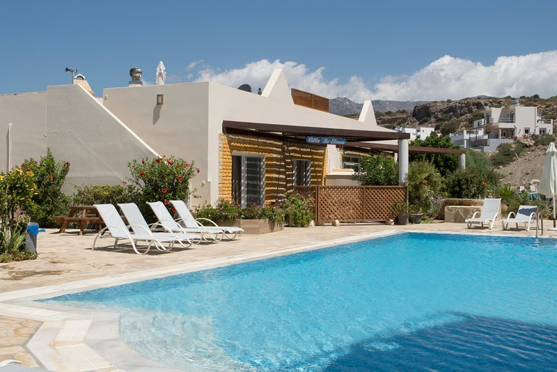 Villa Levantes (B11): Luxury accomodation in peaceful, seaside surroundings., vacation rental in Koutsouras