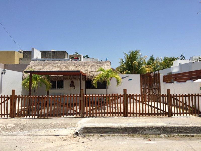 NAH'A Mahahual - Pequeño Estudio Privado, BICICLETAS GRATIS!!, holiday rental in Costa Maya