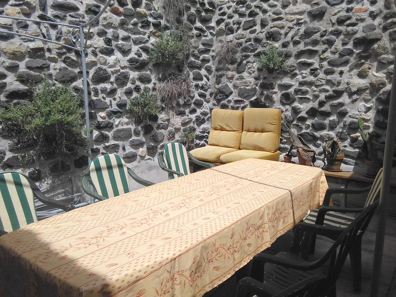 Amazing house with terrace & Wifi, holiday rental in Le Teil