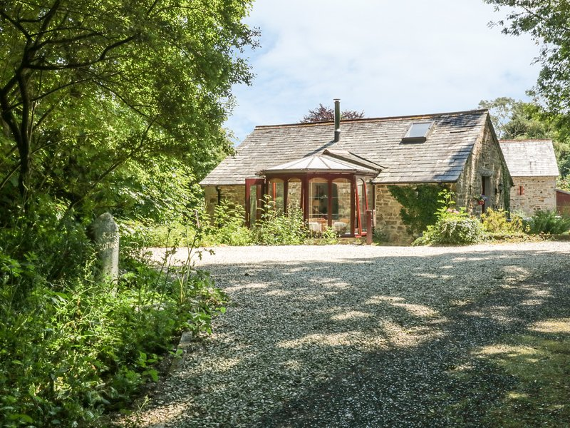 BULLS COTTAGE, barn conversion with woodburner and WiFi, near Camel Trail, in, location de vacances à Saint Tudy