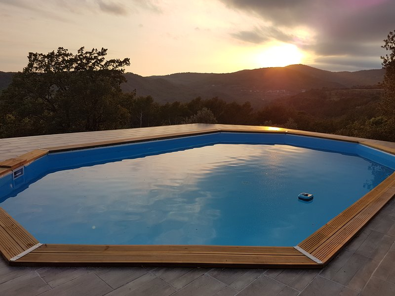 Nice studio with shared pool & Wifi, location de vacances à Draguignan