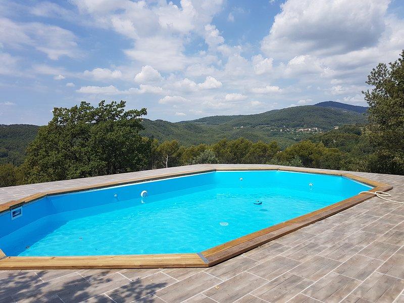 Nice studio with shared pool & Wifi, aluguéis de temporada em Chateaudouble