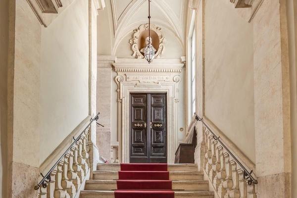 02 costaguti entrance