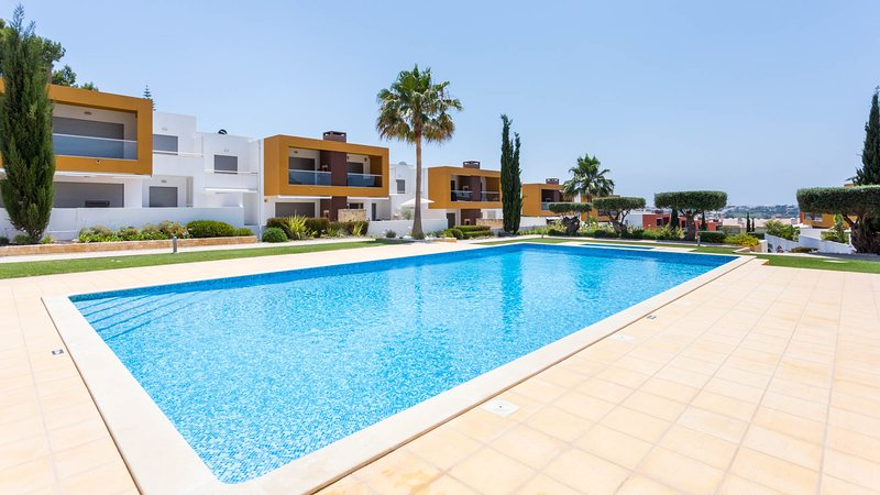 VITISMAR P Modern ground floor apt in quality complex,3 pools,garden, AC, WiFi, holiday rental in Guia