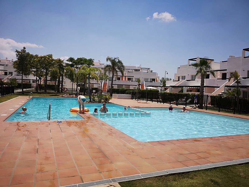 Modern 2 Bed Holiday Apartment, Condado De Alhama, Murcia, vacation rental in Gebas