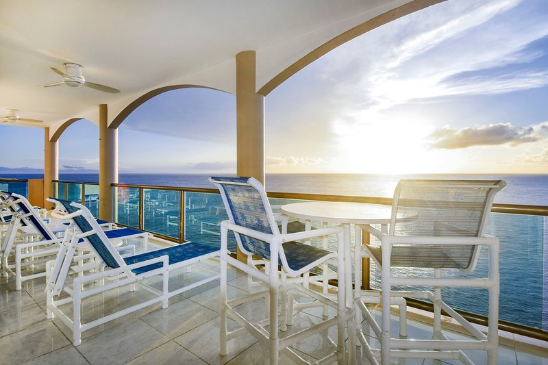 Casa Acuario El Cantil (Penthouse A South) Ready for you in paradise!, vacation rental in Cozumel