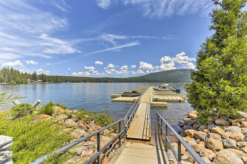 Charming House w/Deck - Steps to Lake Almanor!, holiday rental in Westwood