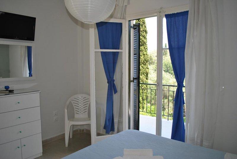 Helios Hotel : Room 10, alquiler de vacaciones en Chlomos