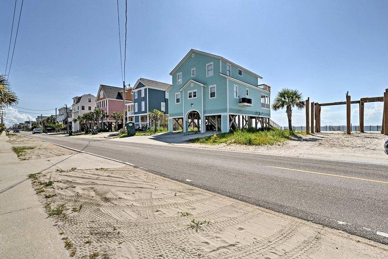 Esta casa frente a la playa seguramente brindará diversión sin fin bajo el sol.
