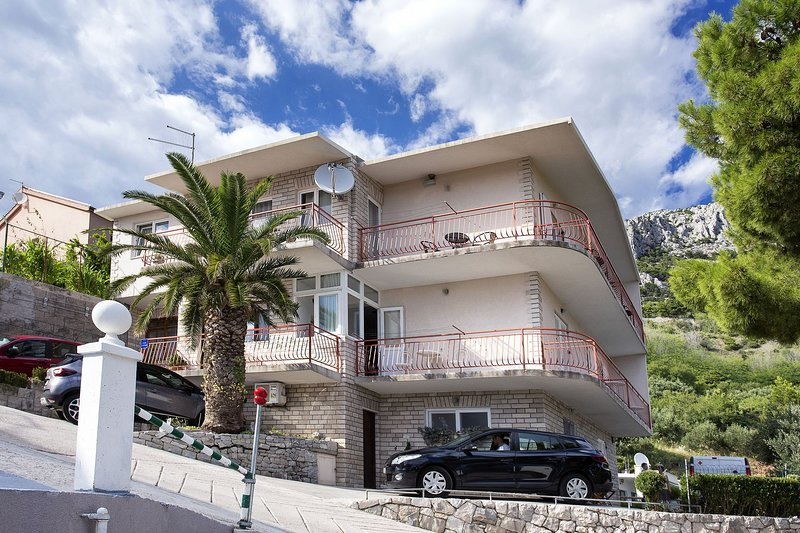 RB A1-Ivana (6+2) - Brela, vacation rental in Brela