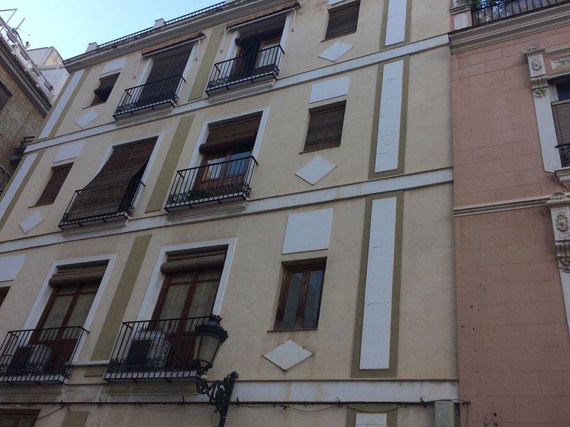 Center of Valencia - Fast WiFi 300mb/sec - Sunny - Terrace + Balcony, aluguéis de temporada em Puig