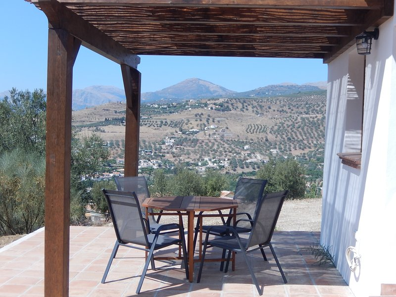 Rustic charming cottage with mountain views, holiday rental in Canillas de Aceituno