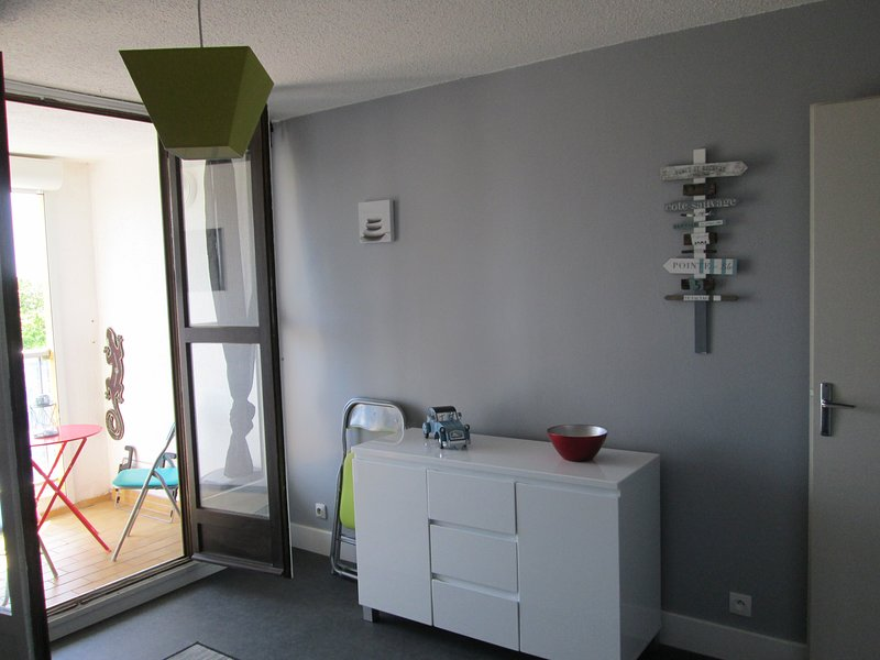 Renovated 1 Bed Apartment + Terrace + Parking, holiday rental in Cap-d'Agde