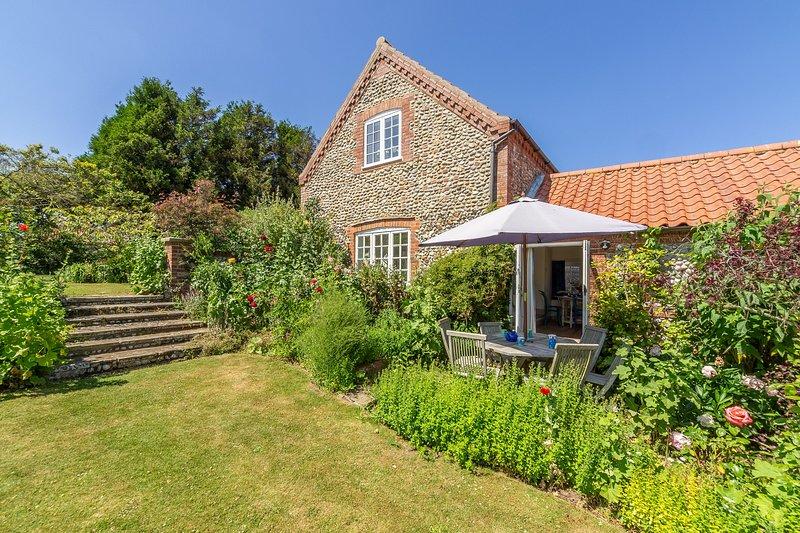 Tethys Cottage, 16 Abbey Mews, holiday rental in Warham