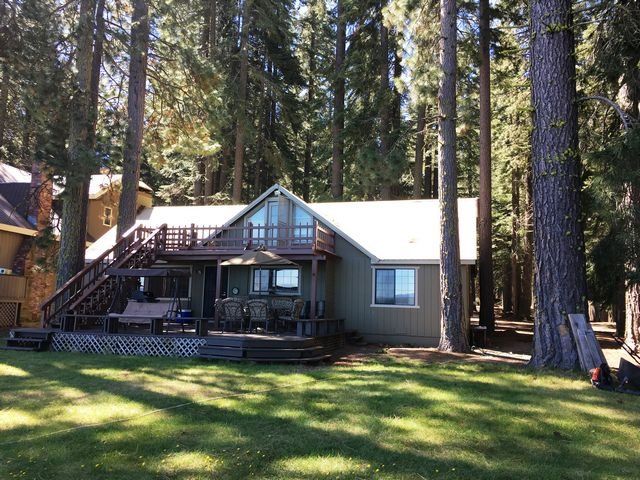 Lake Front Cabin at Historic Prattville, Lake Almanor, holiday rental in Prattville
