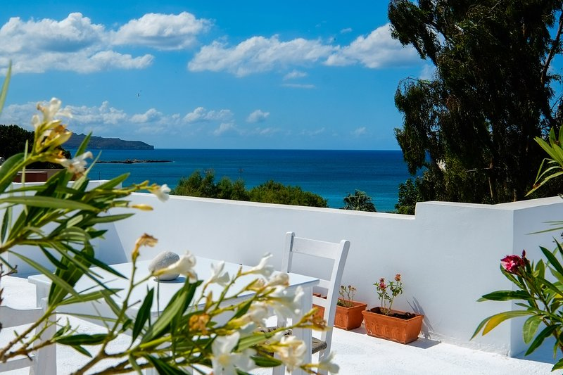 Roof-garden Seafront Lux Home, vacation rental in Agii Apostoli