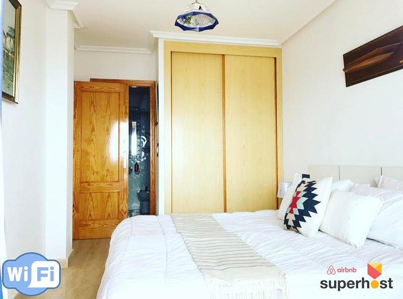 Master Bedroom + Dressing & privaten Zugang zum Badezimmer