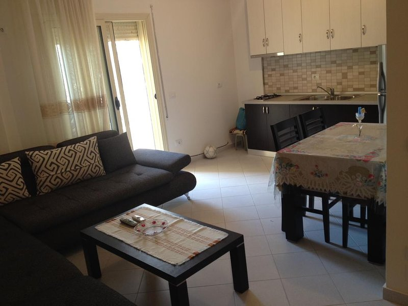 Apartment with balcony, vacation rental in Himare