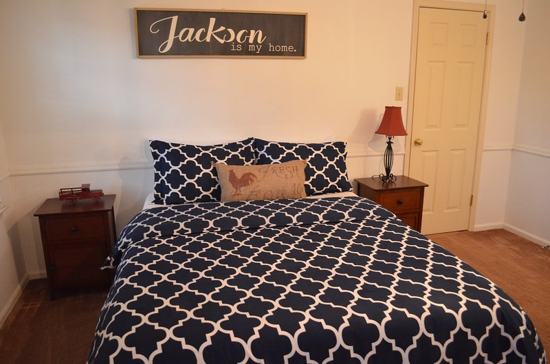 Hickory House - 3 bedroom home in Jackson, TN!, location de vacances à Alamo