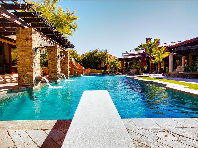 Plongez dans le film ou PLONGEZ simplement! Notre piscine est profondeur de plongée.