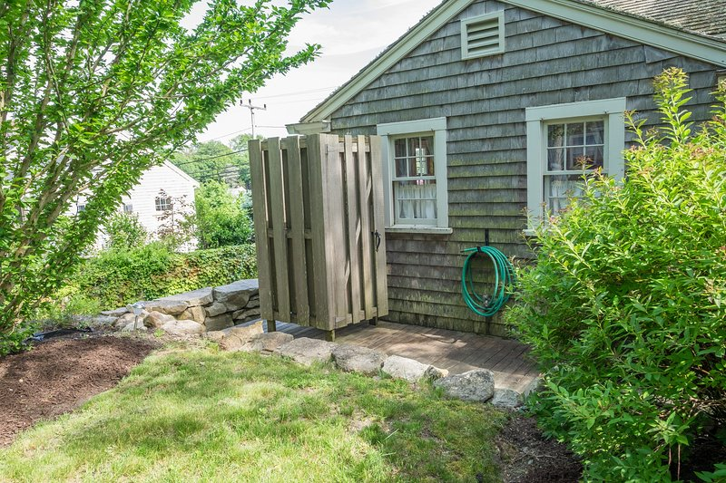Iconic Cape outdoor shower, working and available for guests!