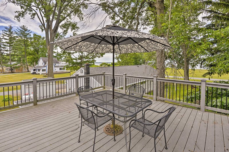 Verona Beach Escape w/ Deck - Walk to Oneida Lake!, alquiler de vacaciones en Cleveland