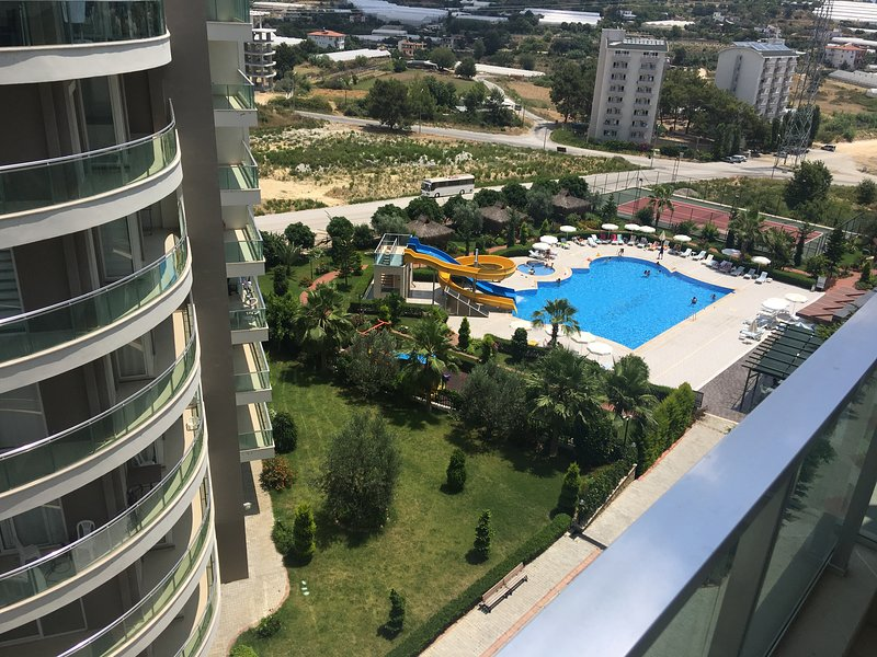 Brand new Crown city studio 20mn walk from beach, holiday rental in Avsallar