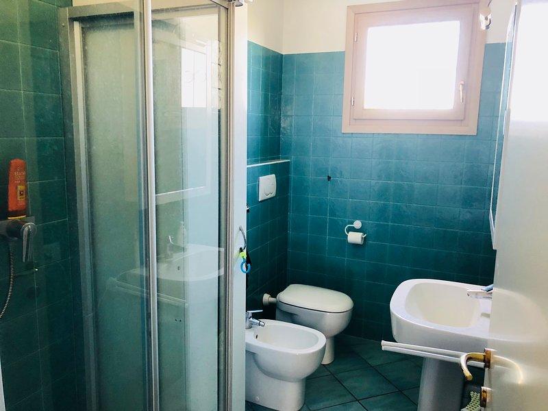 il grande bagno con box doccia
