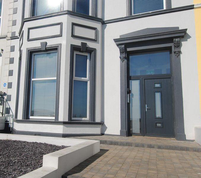 Lansdowne Apartment - Causeway Coast Rentals, holiday rental in County Antrim